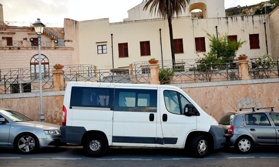 fiat_italian_car_parking